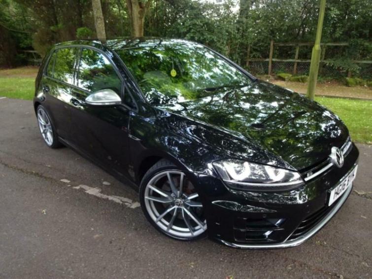 Volkswagen Golf review | Auto Express