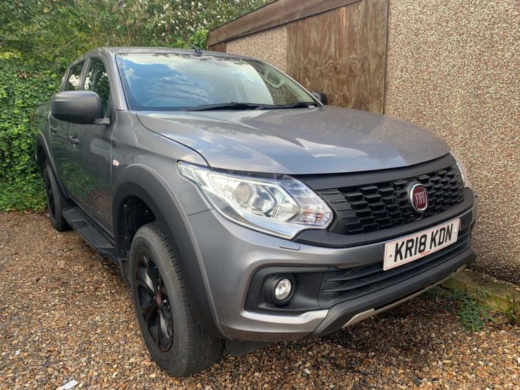 Fiat FULLBACK 2.4 180hp Cross Double Cab Pick Up  diesel special edition Double Cab Pick-up