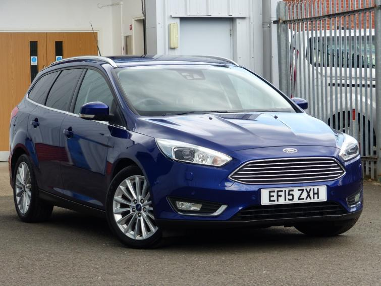 Ford Focus ST Estate 2019 review | Carbuyer