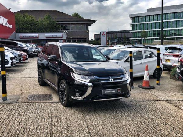 Mitsubishi Outlander review | Auto Express