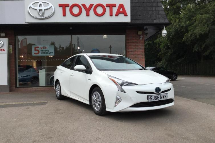New Toyota Prius review - how does the hybrid hero drive? | Evo