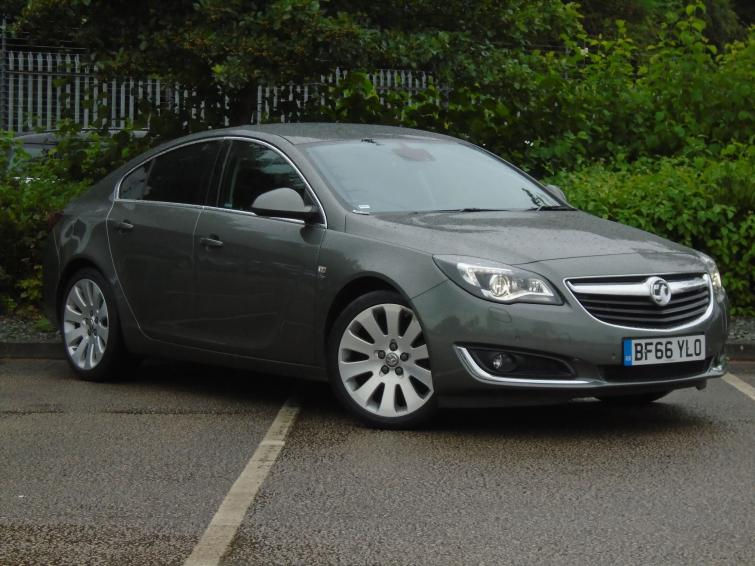 Vauxhall Insignia Country Tourer (2013-2015) review | Carbuyer