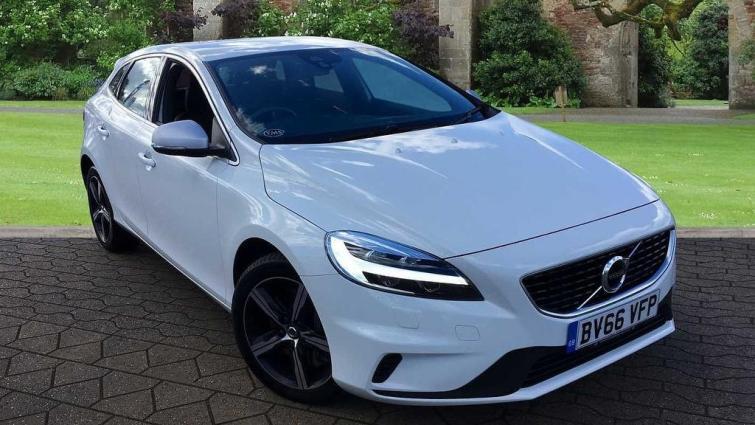 Volvo V40 review | Auto Express